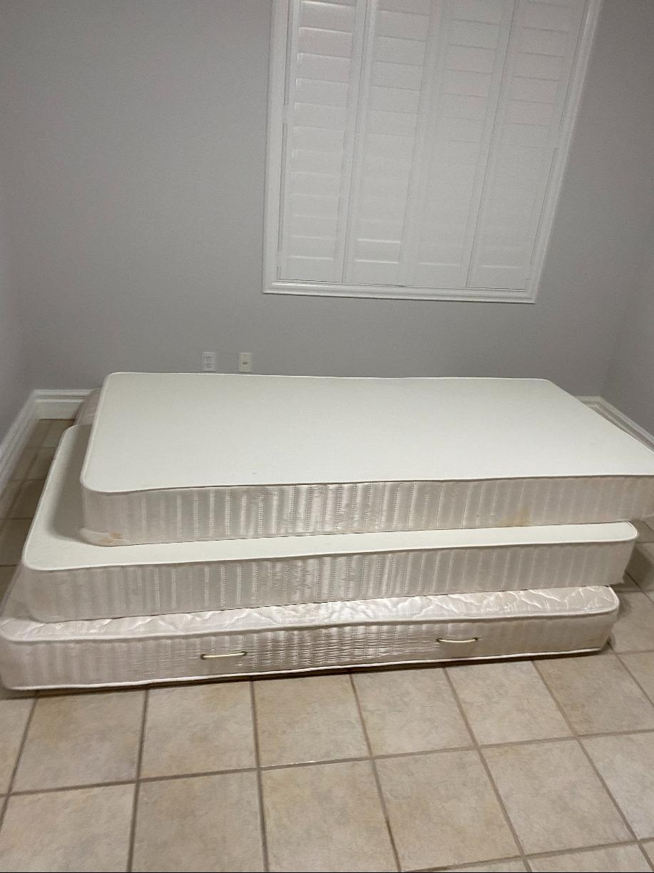Mattress Removal in Green Valley, Nevada - Before Photo