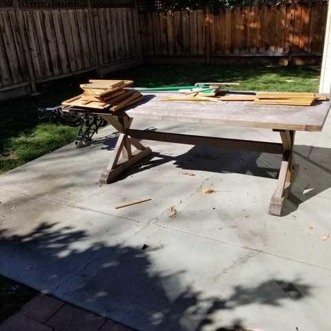 Bulky table removal through a narrow path in Palo Alto, CA