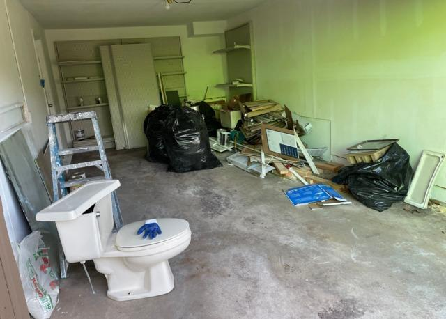 Removing remodeling debris in Newington, CT