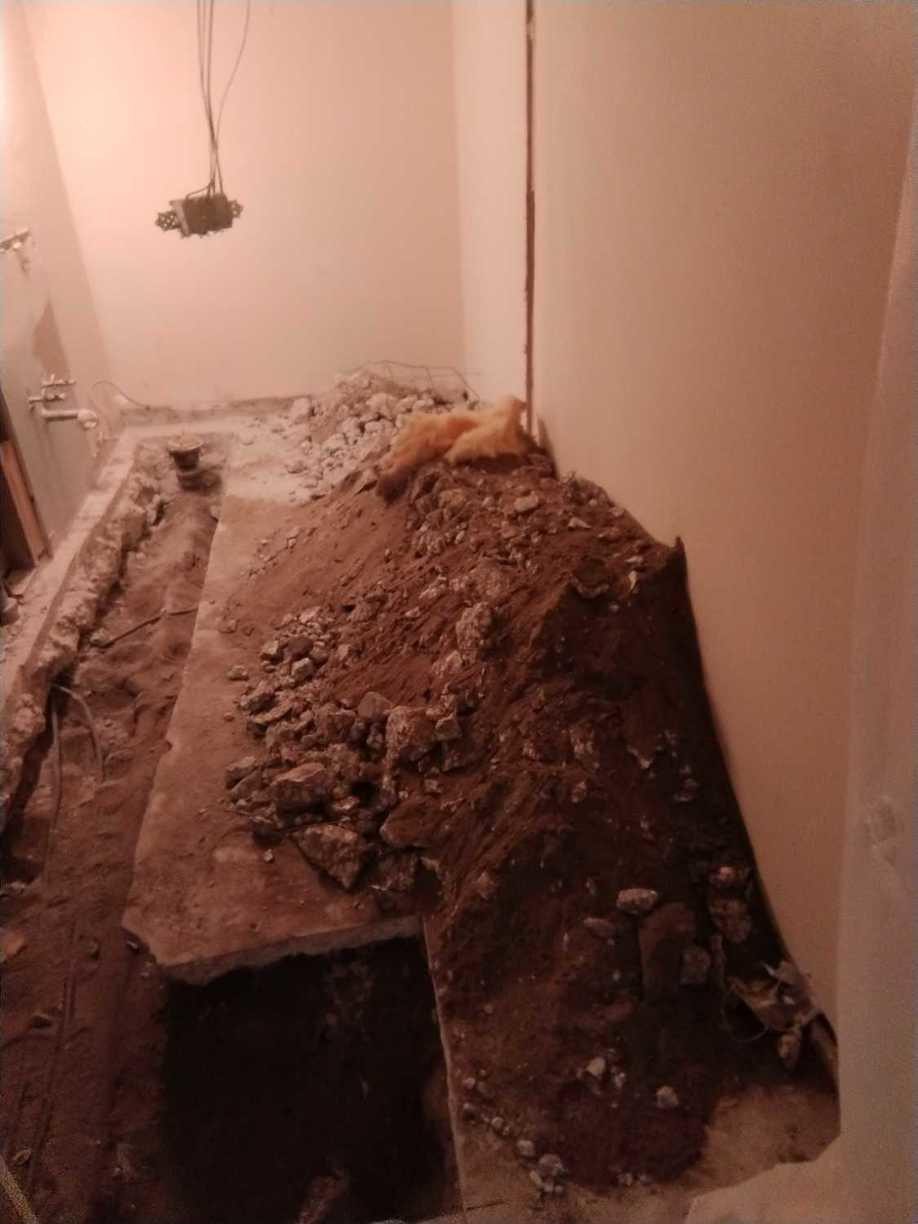 Construction material removal in Brandon, FL - Before Photo