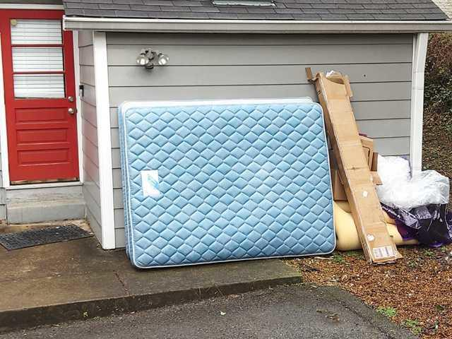 Curbside removal of mattress and box spring in Nashville, TN