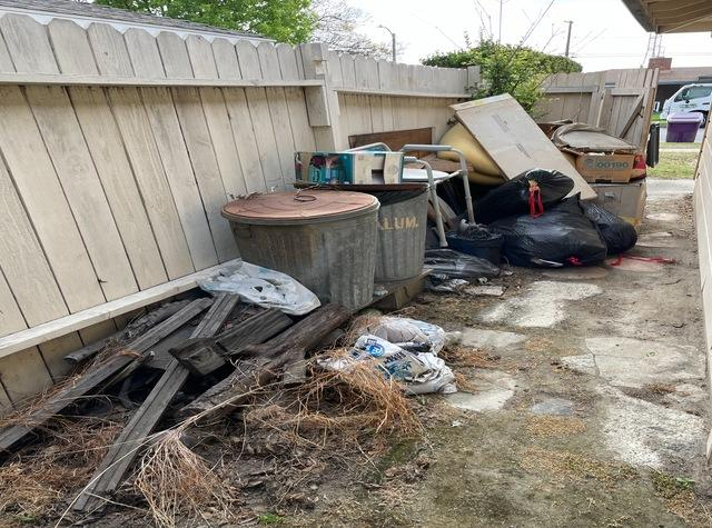 Yard debris & waste removal services in Long Beach, CA.