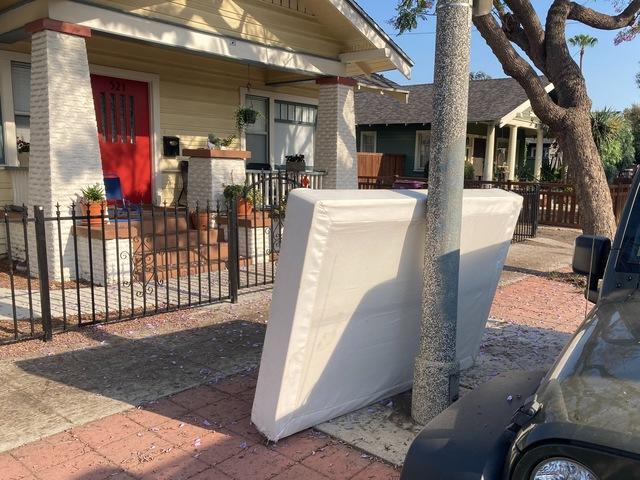 Mattress Removal in Long Beach, CA.