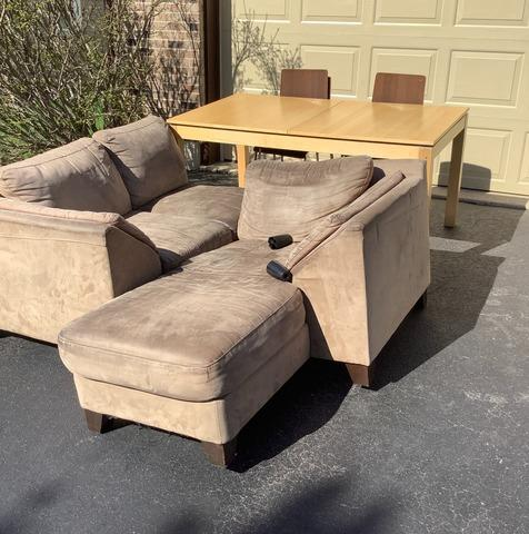 Curbside Furniture Pickup in Winfield, IL