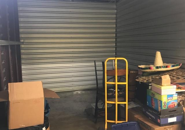 Jacksonville, Fl Storage unit clean out in