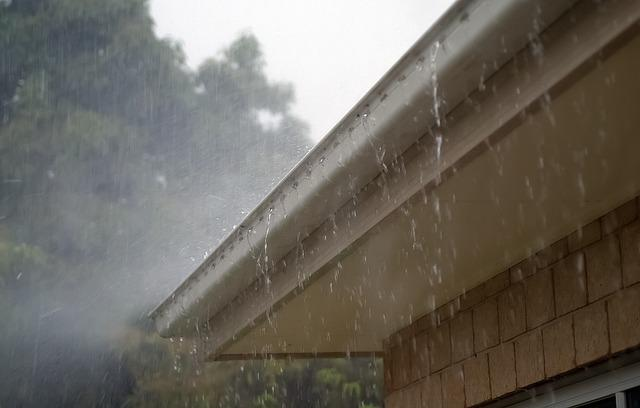 Your Clogged Eavestroughs May Cause Basement Problems