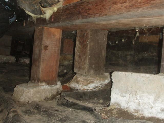 Poorly desgined crawl space supports