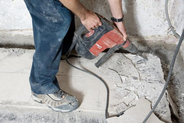 Imperméabiliser le sous-sol en plein hiver grâce à un drain intérieur!
