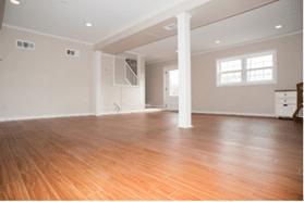 Votre sous-sol n'est pas fini? Finissez-le et profitez de cet espace supplémentaire pour y installer votre bureau de travail.