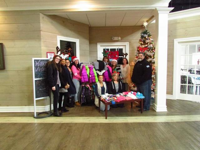 Quality 1st Collects for the United Way's Warmest Wishes