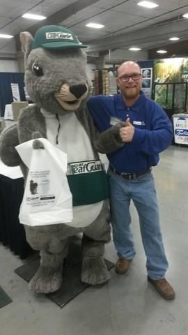 Philip King makes a new friend in Conway, Arkansas