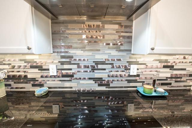 What\'s the Best Backsplash Material? - Image 2