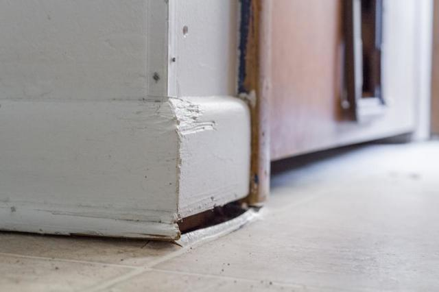 Signs of settlement or sagging floors