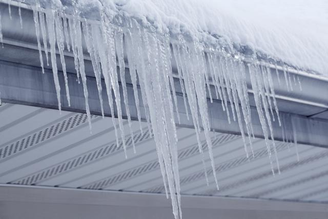 How ventilation helps solve attic moisture problems and prevents ice dams - Image 1