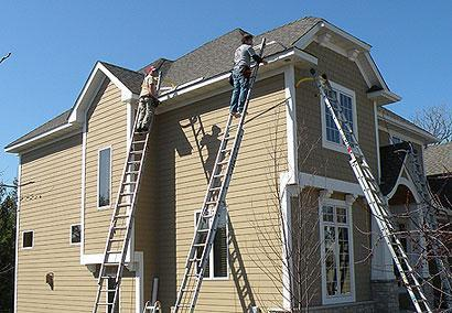 The installation process for seamless gutters from Sela.