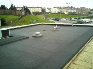 Flat roof on building