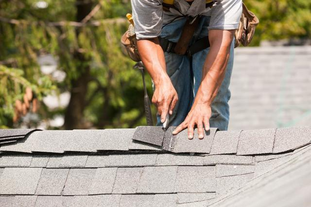 Top 3 Reasons to Replace Your Roof in Autumn