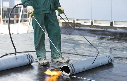 4 Signs Your Flat Roof Needs to Be Replaced