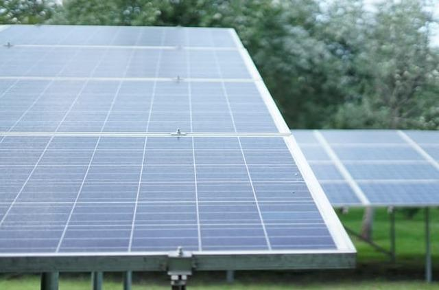 Ground-Mount Solar Systems: 4 Advantages