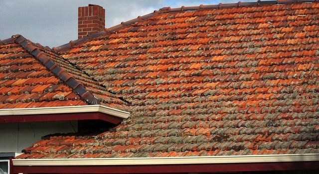 Seamless Gutters vs Regular Gutters: Which are Better for Your Home?