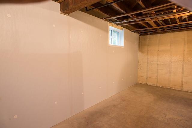 4 Options For Dressing Up Your Basement Walls