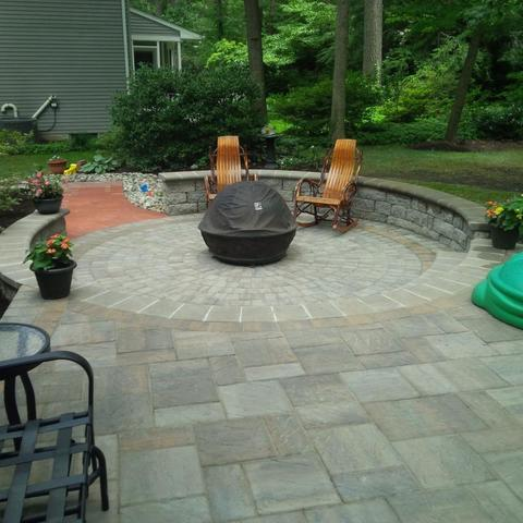 The Pros weigh in on the pro\'s and con\'s of patio material. - Image 2