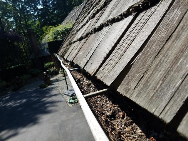 Beautiful cedar roof in Redmond in need of beautiful, new gutter system.