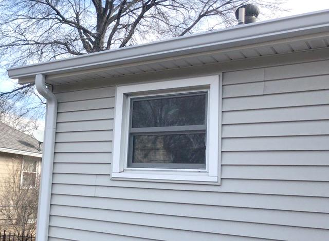 Vinyl Siding Trim and Window Replacement on Home in Overland Park, KS