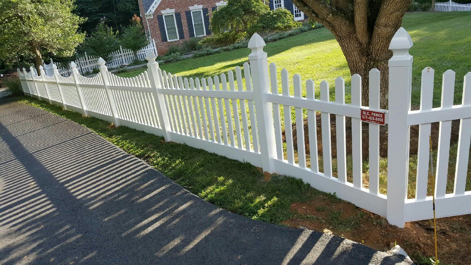 Vinyl Picket Fence in Reston, VA
