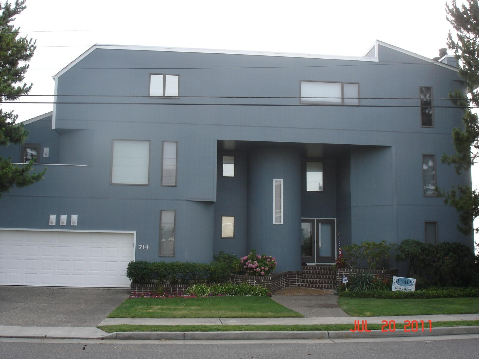 Vertical Siding Installation on Contemporary Home in Ventor, PA