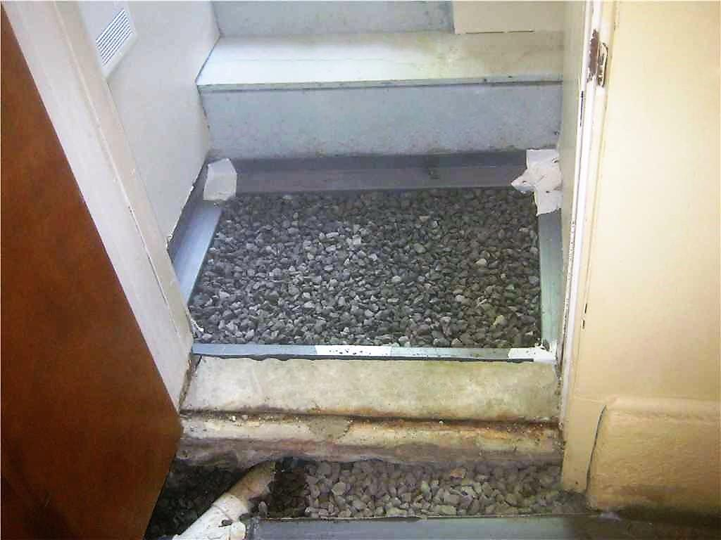 Installation du WaterGuard dans la descente d'escalier