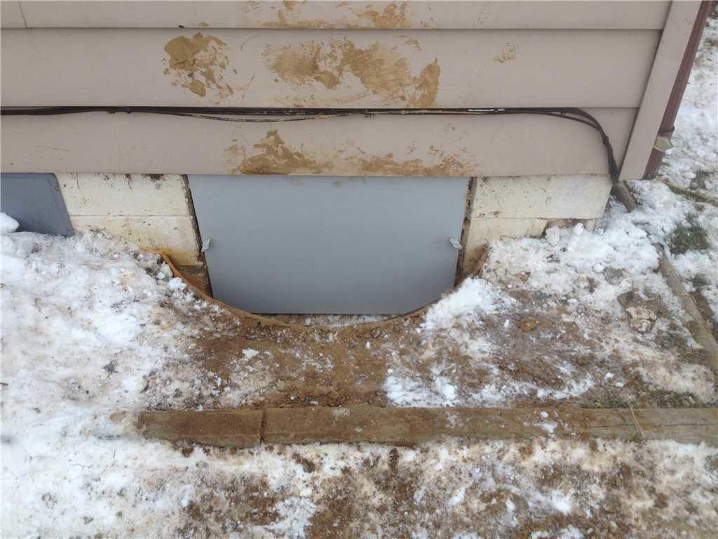 Everlast Crawl Space Door Keeps Water Outside
