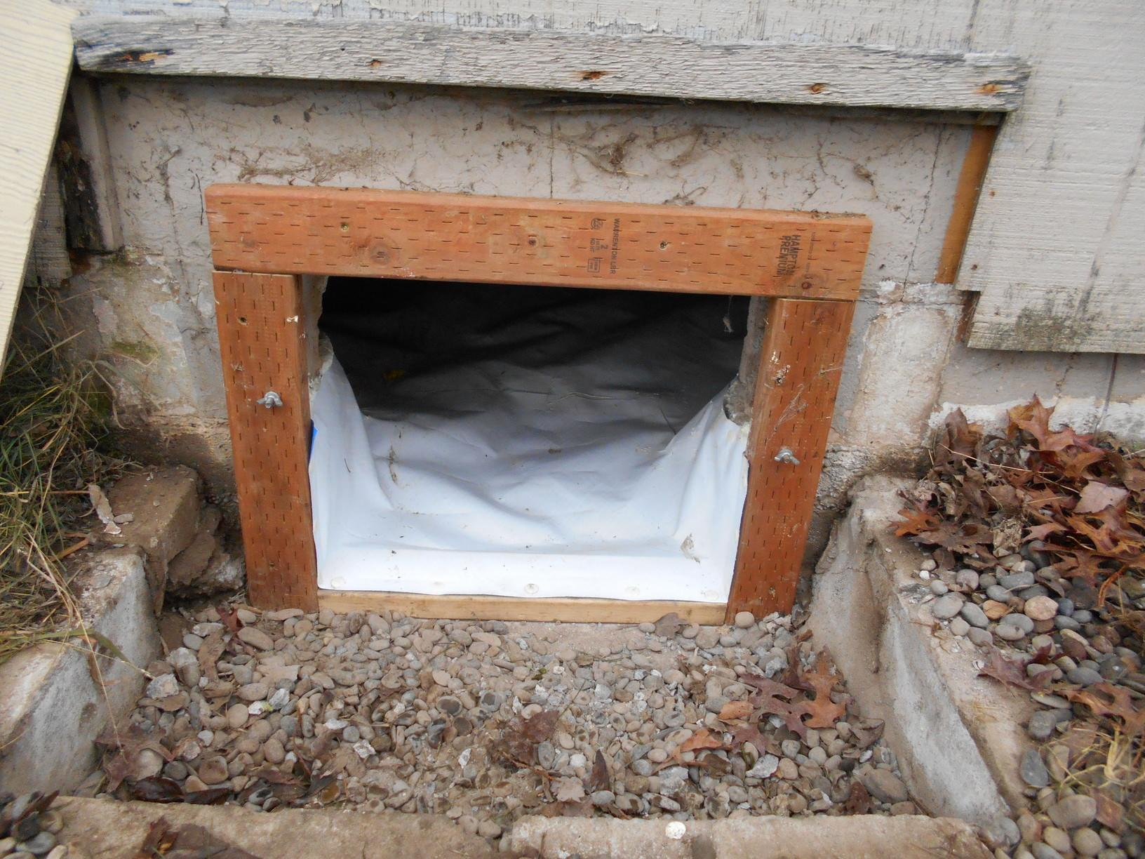 Entry to crawlspace
