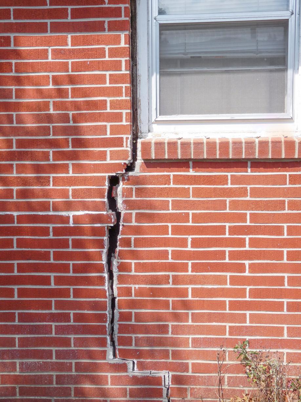 Exterior Brick Crack in Ottawa