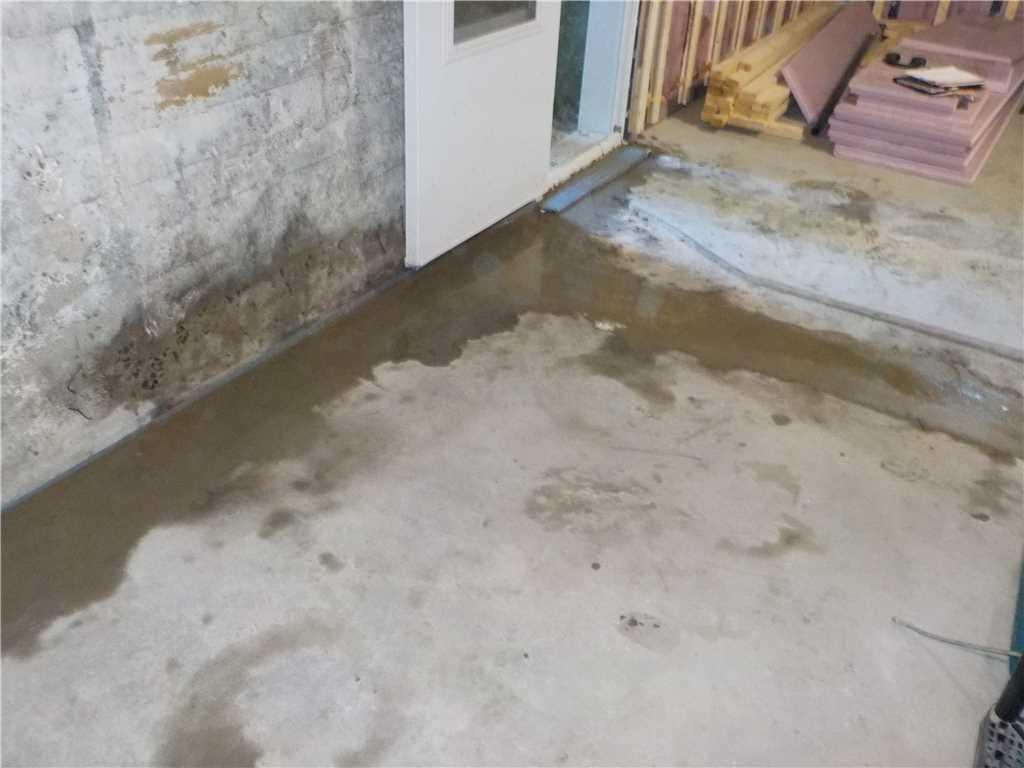 WaterGuard installed in a basement in Sainte-Anne-De Bellevue