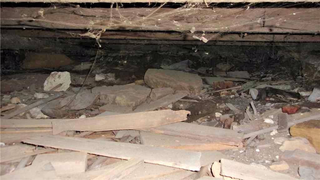 Dirty Damp Crawl Space in Ettrick, WI