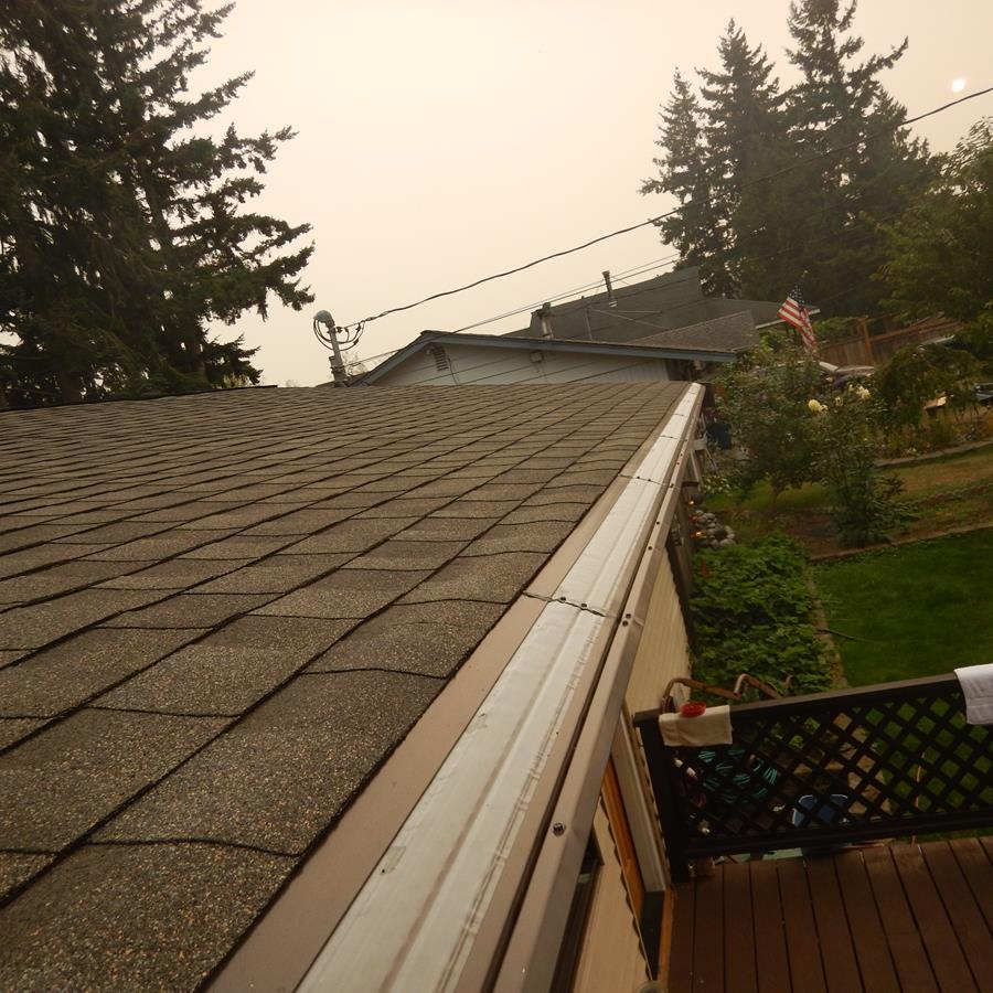 The Gutters on this Mukilteo house are clear!