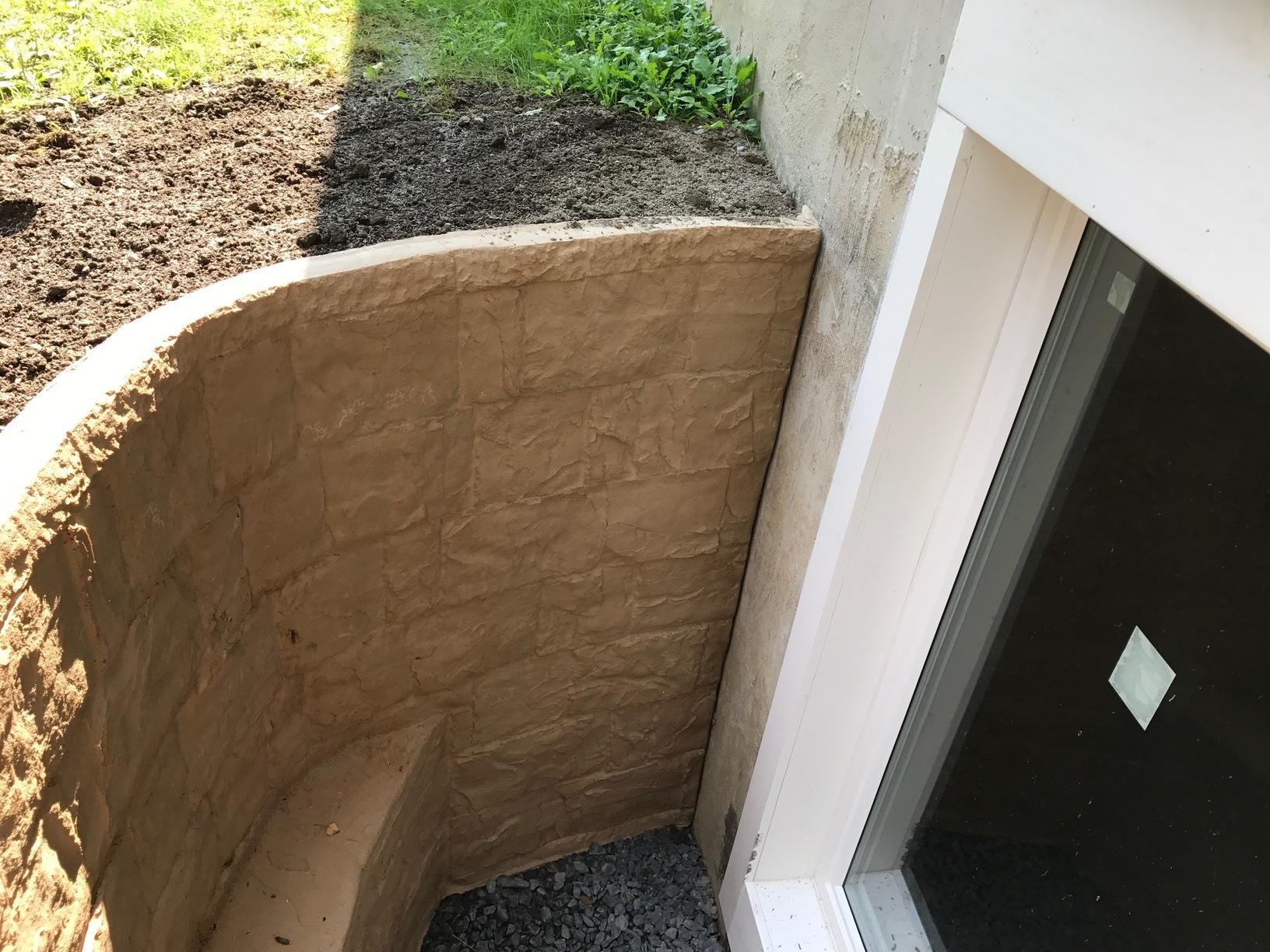 Egress Window with A RockWell