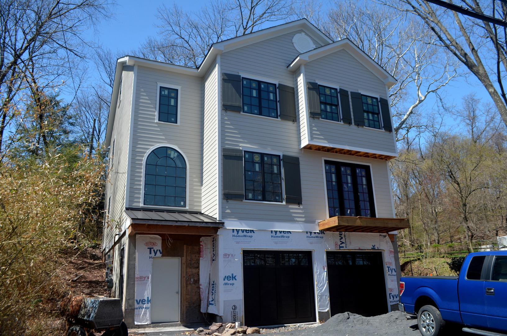Cobble Stone James Hardie Fibercement Smooth Plank Installation on new construction in New Hope, PA