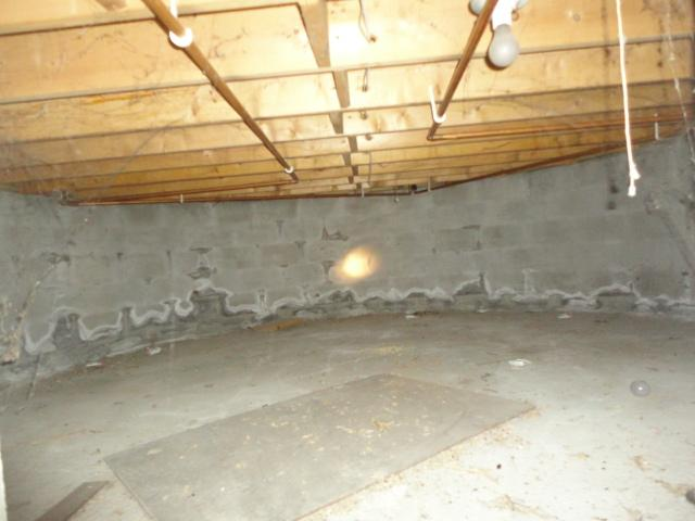 Pomfret Center, CT Wet Crawl Space