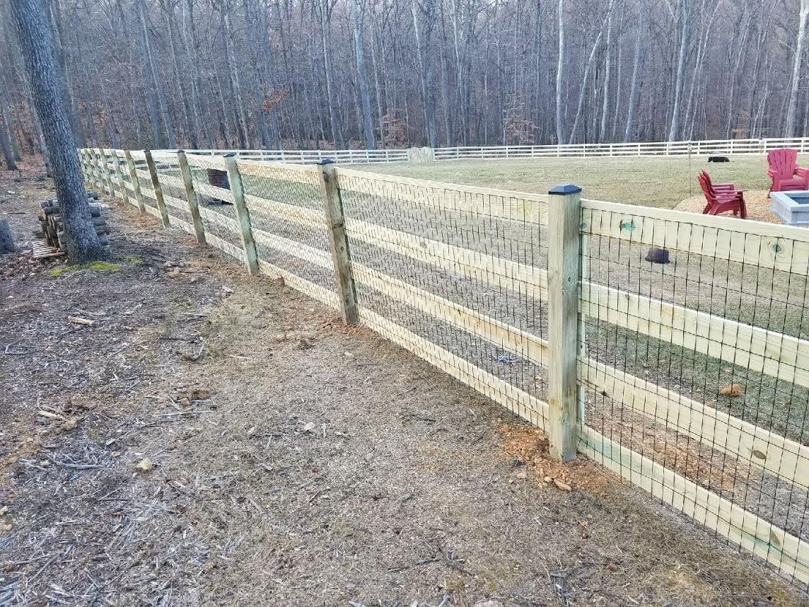 Fence install in Middleburg, VA