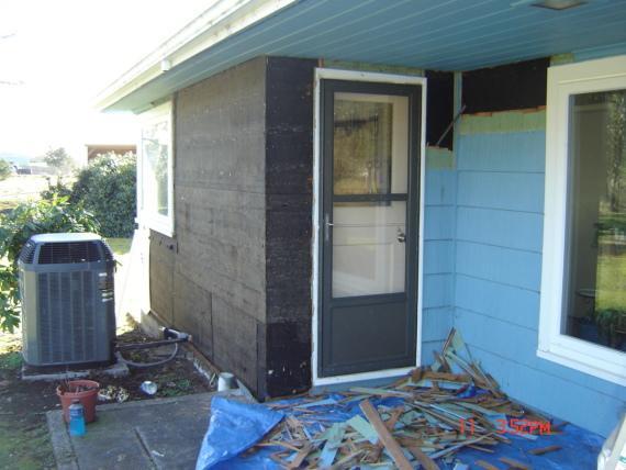 Installing Siding in Warrenton, Oregon