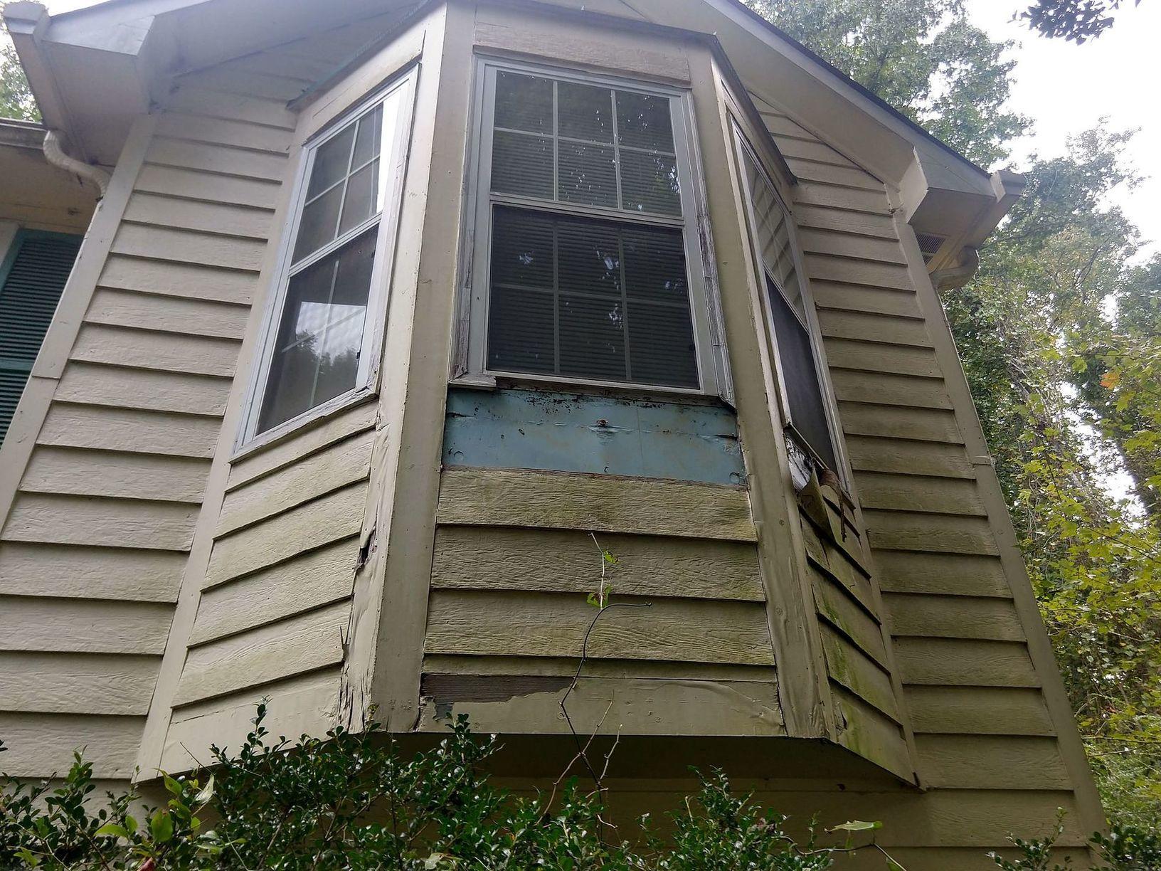 Siding Vinyl Siding Replacement In Ellenwood Georgia Damage To Siding And Window Trim