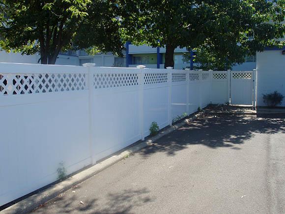 Lattice Topper Fence