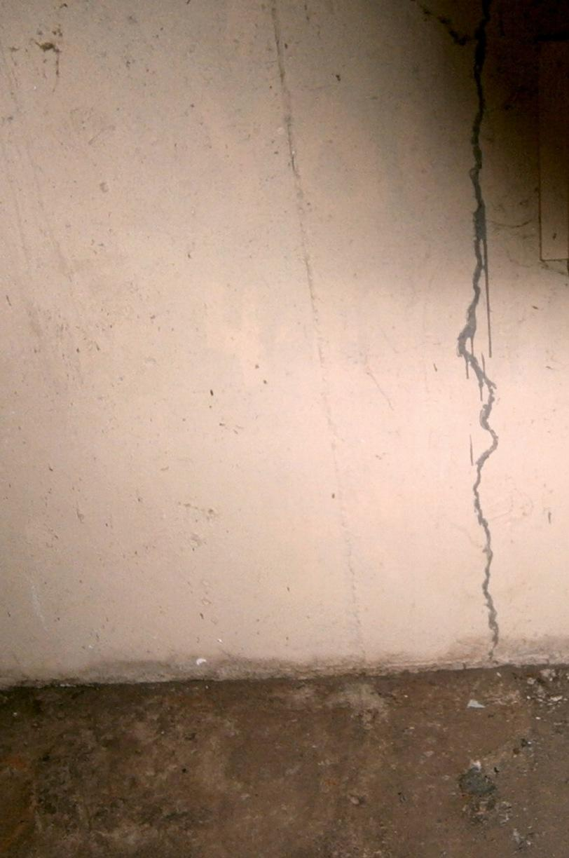Leaky Wall Crack in North Franklin, CT