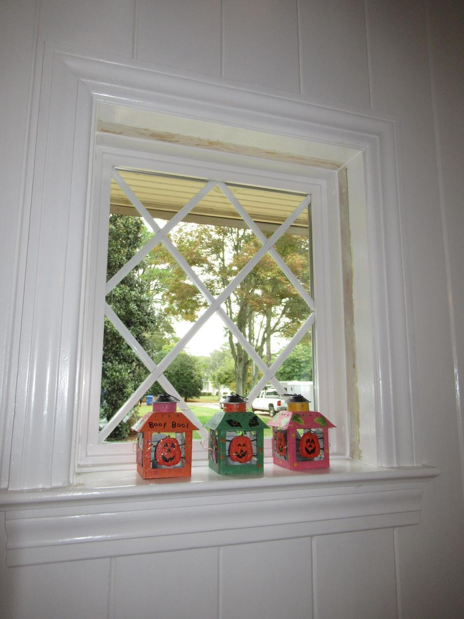 Picture Window with Diamond Grid Pattern
