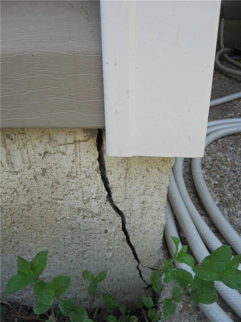 Foundation Crack in St. Charles, MO