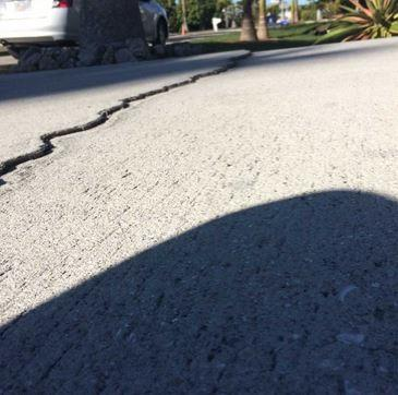 Cracked Driveway Needs Concrete Repair in Orlando, FL