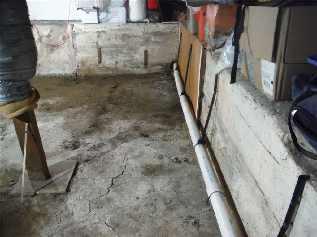 Damp floors in Sandy Oregon