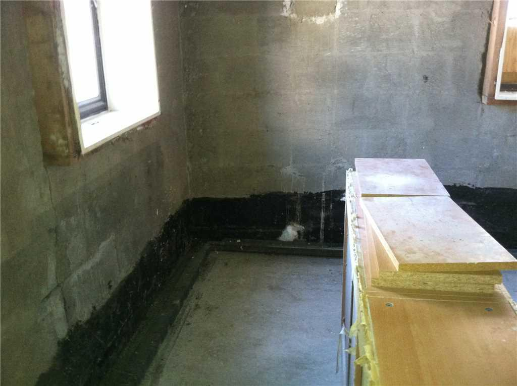 Morris Park Water Damaged Basement Walls